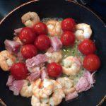 エビと生ハムとプチトマトの炒め