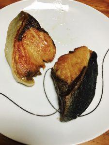 臭くないフライパンでブリの塩焼き