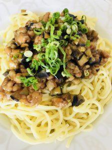 豚バラ肉と茄子のピリ辛あんかけ麺