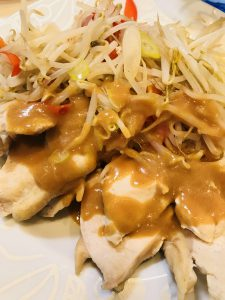 中華風蒸し鶏のからし味噌ソース