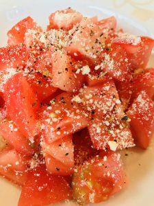 トマトのメープル粉チーズがけ