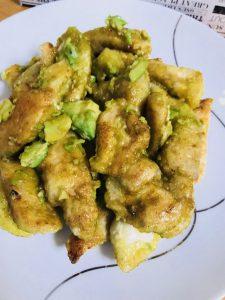 鶏むね肉のアボカドカレーマヨ炒め