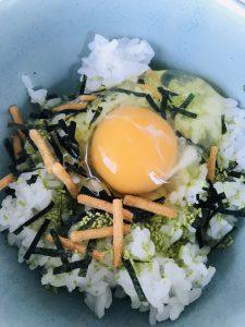 お茶漬けの素で卵かけご飯